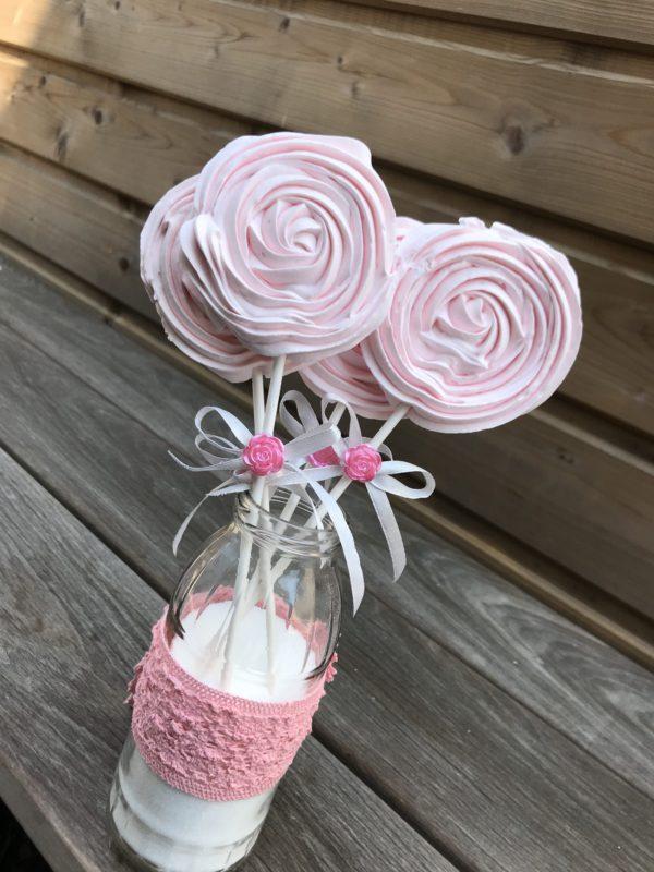 Sucettes en meringue roses